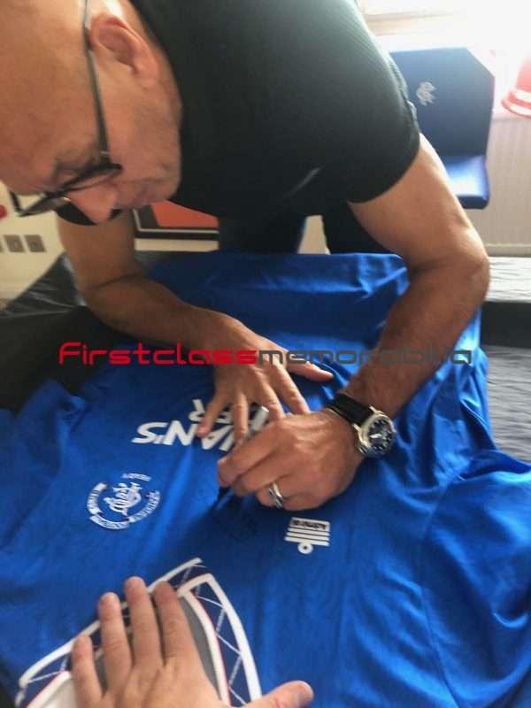 Mark Hateley signing autographs