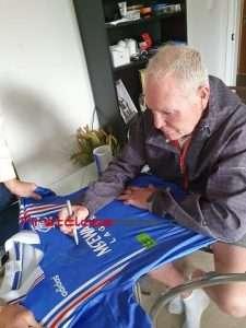 Paul Gascoigne autographs private signing session rangers 1