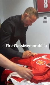 Giggs signing manchester shirts