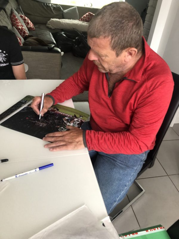 Andy Goram signing autographs rangers football club