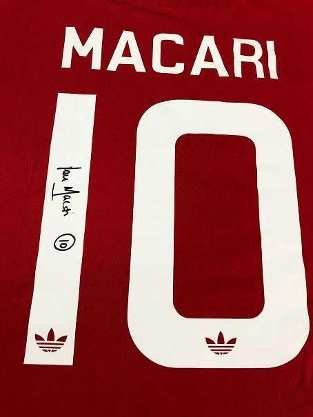 Lou Macari Autograph Manchester United legend signed tshirt close