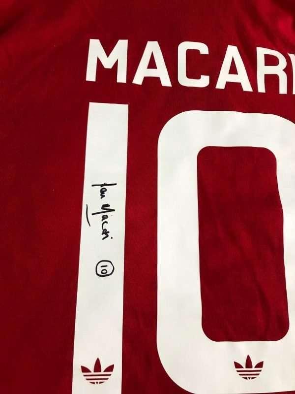 Lou Macari Manchester United signed 1978-1979 retro shirt Toffs closeup