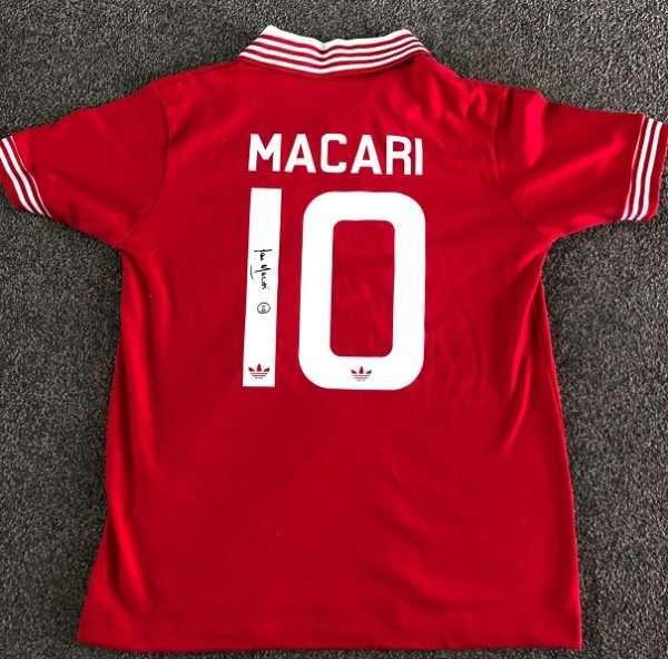 Lou Macari Manchester United signed 1978-1979 retro shirt Toffs rear