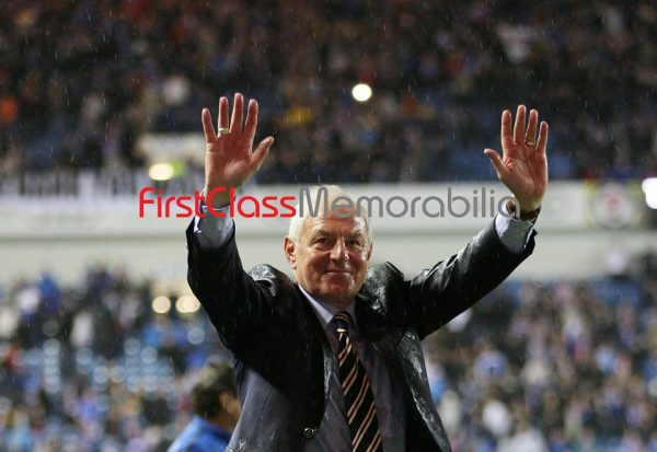 """Walter Smith hands in the air Rangers fans photo 12x8"""" (Unsigned)"""