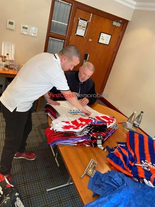 Ally McCoist signing autographs Rangers 2