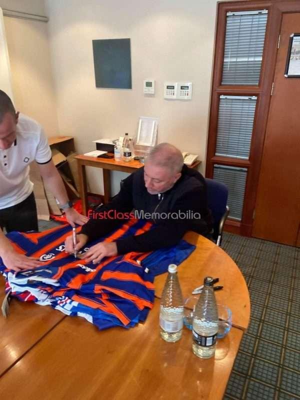 Ally McCoist signing autographs Rangers 5