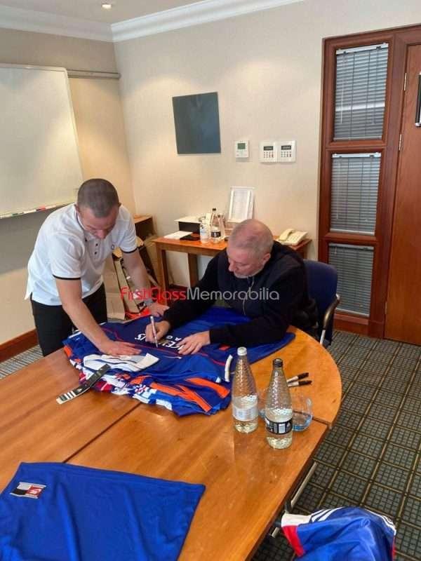 Ally McCoist signing autographs Rangers 7